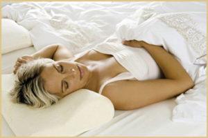 Почему нужно учиться спать на спине