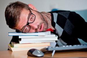 Сонливость на работе: почему возникает и что может помочь