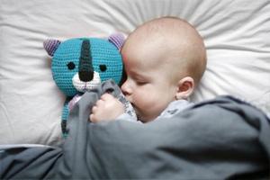Почему ребенок плохо засыпает на ночь, что делать