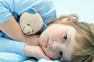 Почему ребенок спит с открытыми глазами