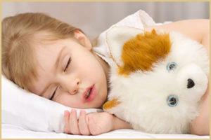 Ребенок стонет во сне: возможные причины
