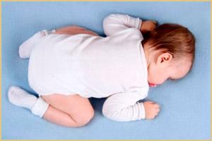 Сон младенца на животе