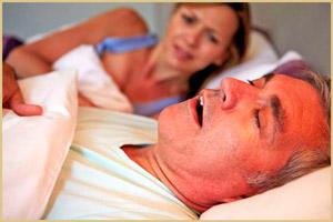 У мужчины апноэ сна