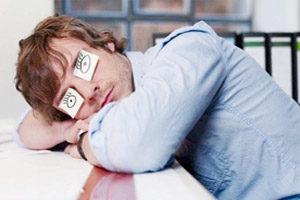 спать с открытыми глазами