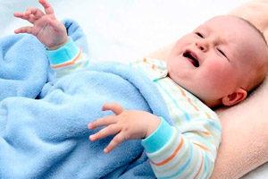 Ребенок, вздрагивающий во сне