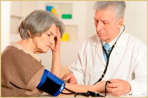 Обследование пациента врачом