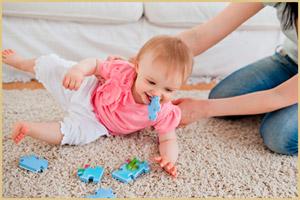 Игрушка во рту малыша