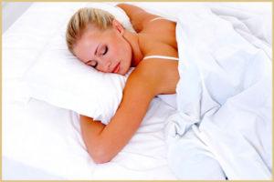 Когда после родов можно начинать спать на животе?