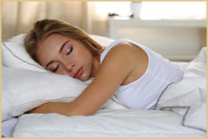 Спать и лежать после родов на животе
